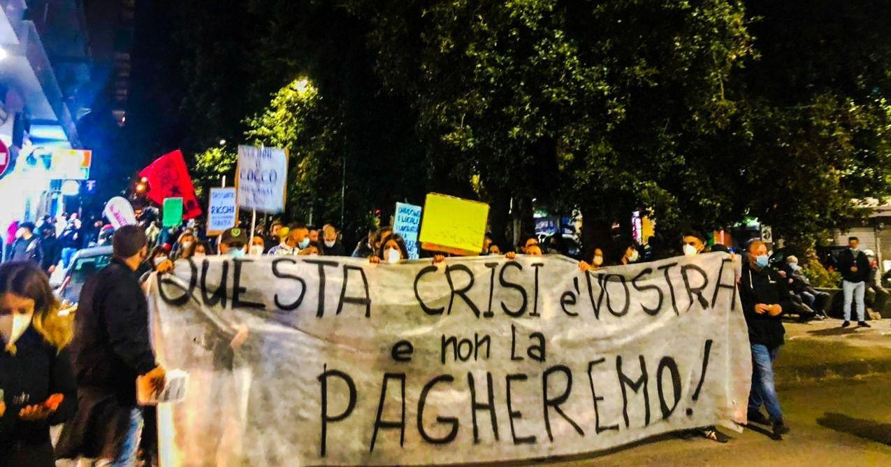 """ITALIA] Dopo 8 mesi di coronavirus, esplode la protesta - """"TOCCANO UNO  TOCCANO TUTTI"""""""
